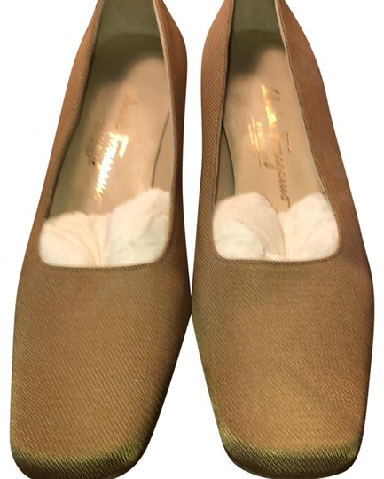 Preload https://img-static.tradesy.com/item/23720379/salvatore-ferragamo-gold-pumps-size-us-10-narrow-aa-n-0-1-540-540.jpg