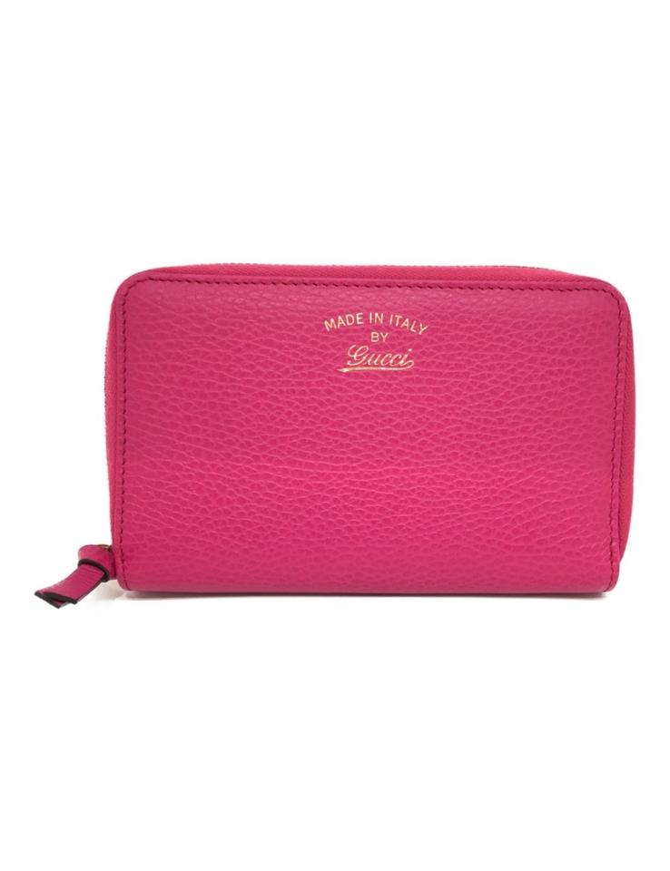 c0e2a12bb3ee Gucci Gucci Pink Grained Calf Italian Leather Embossed Swing Clutch Image 0  ...