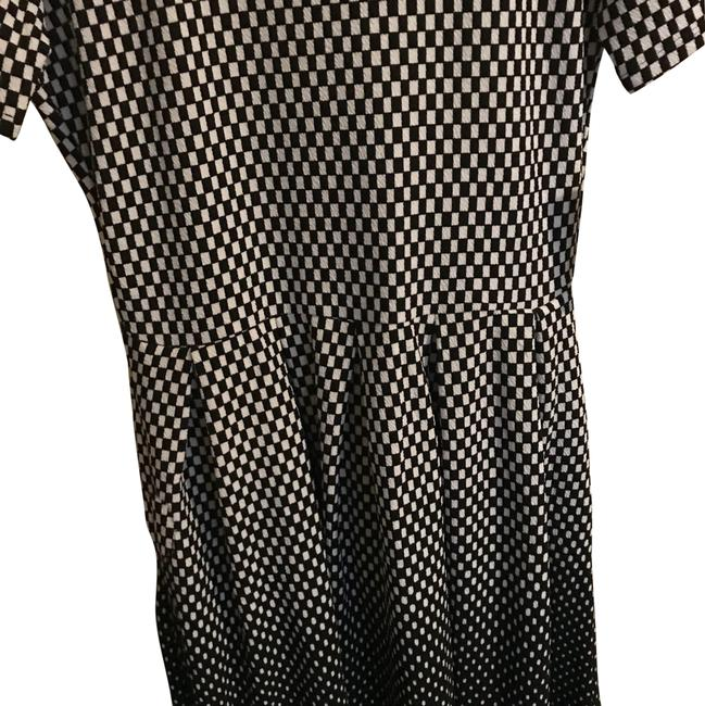 Preload https://img-static.tradesy.com/item/23726509/lularoe-black-and-white-amelia-mid-length-workoffice-dress-size-8-m-0-1-650-650.jpg
