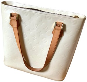 a8b68fde7001 White Louis Vuitton Shoulder Bags - Up to 90% off at Tradesy