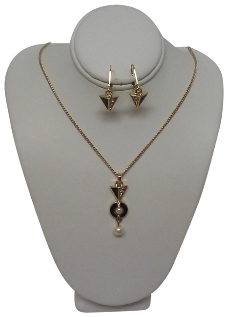 Item - Gold/Black Gold/Black 18 Inch Necklace and Matching Earrings Gift Set By