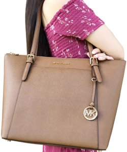b7cd5534f09f Michael Kors East West Totes - Up to 90% off at Tradesy