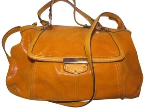 B. Makowsky Excellent Condition Style Roomy Interior By Great Color Satchel in orange textured/smooth leather
