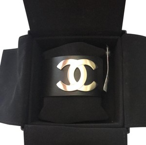 Chanel New W Tag Chanel black leather golden cc logo cuff