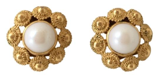 Preload https://img-static.tradesy.com/item/2373067/white-and-gold-vintage-clip-on-earrings-0-0-540-540.jpg