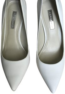 BCBGeneration WHITE PATENT Pumps