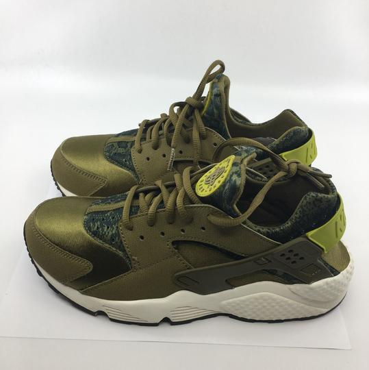 Nike Olive green and black Athletic Image 3