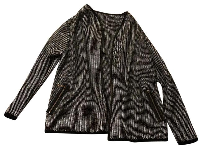 Preload https://img-static.tradesy.com/item/23733894/oversized-knit-cardigan-black-and-white-sweater-0-1-650-650.jpg