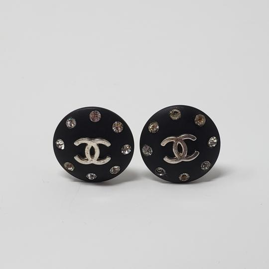 Chanel Silver-tone Chanel crystal Interlocking CC button earrings Image 4