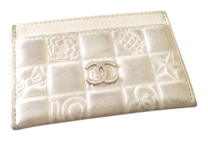 Chanel Authentic Chanel creme leather card holder