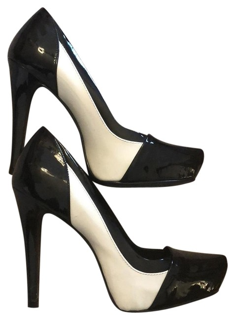 Item - Black and White Worn Once Pumps Size US 6 Narrow (Aa, N)