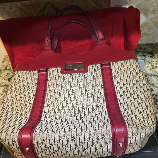Dior Tote in Beige, Bordeaux Image 11