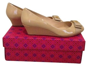 Tory Burch 45mm Trudy Bow Tan Gold Camellia Wedges