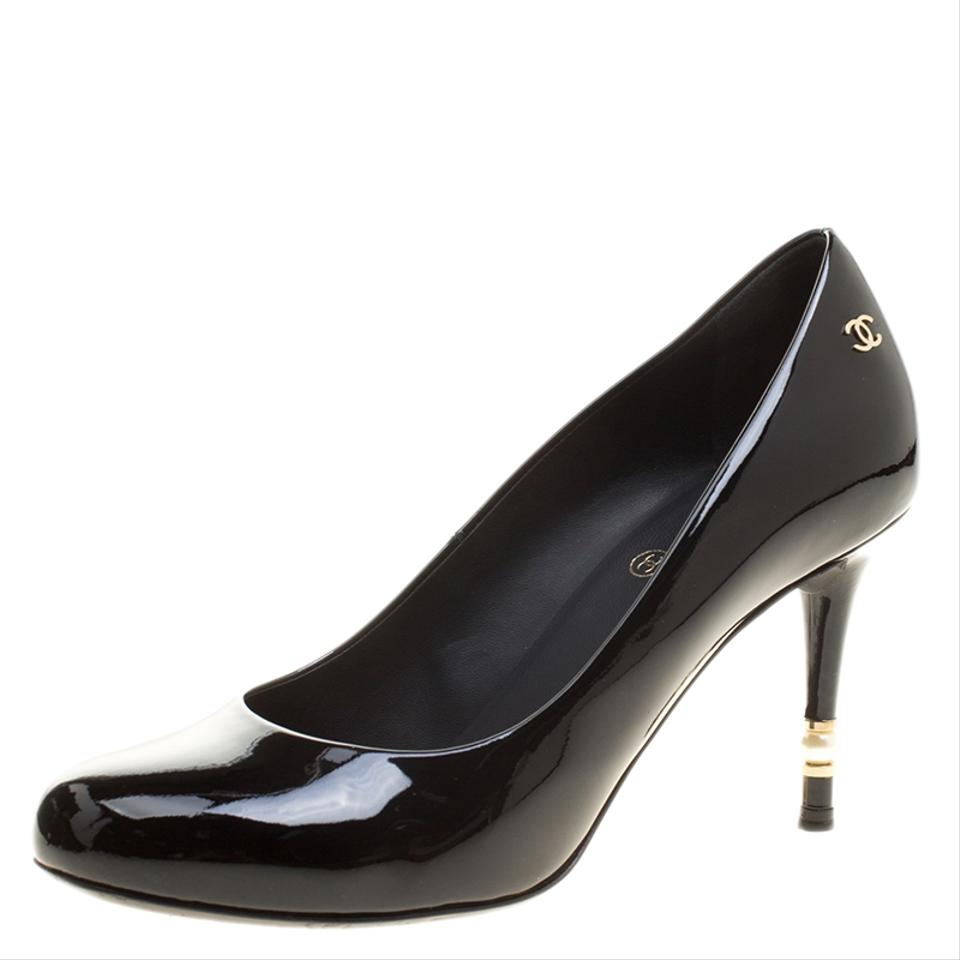 aab48556338 Chanel Black Patent Leather Cc Pearl Heel Round Pumps. Size  EU 37 ...