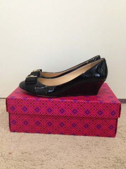 Tory Burch Trudy Leather Bow Flat Black with Gold Hardware Wedges Image 5
