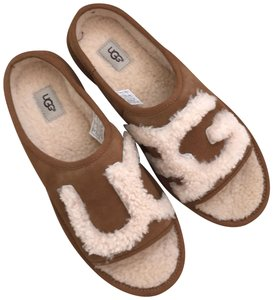 d4e8edf40d6 UGG Australia Sandals - Up to 90% off at Tradesy