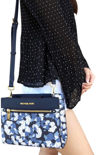 Preload https://img-static.tradesy.com/item/23746363/michael-kors-hailee-east-west-mk-signature-floral-navy-blue-leather-cross-body-bag-0-1-540-540.jpg