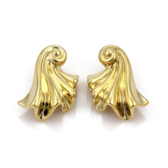 Preload https://img-static.tradesy.com/item/23748444/19494-large-fancy-long-curled-shell-18k-gold-earrings-0-0-540-540.jpg