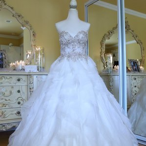Ysa Makino Ivory Lace On Top Princess Ball Gown Traditional Wedding Dress Size 6 (S)