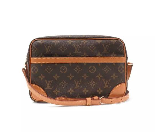 Preload https://img-static.tradesy.com/item/23752014/louis-vuitton-trocadero-27-monogram-canvas-cross-body-bag-0-12-540-540.jpg