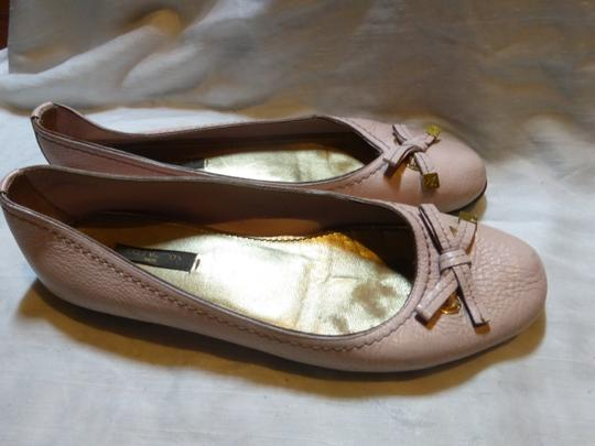 LOUIS VUITTON LIGHT PINK LEATHER Flats Image 3