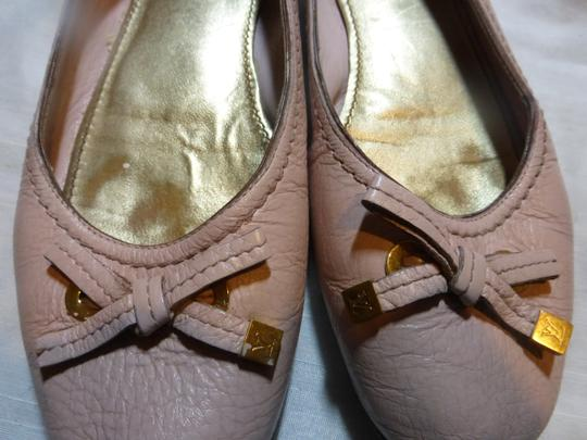 LOUIS VUITTON LIGHT PINK LEATHER Flats Image 4
