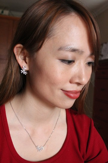 Ocean Fashion Gold Simple flowers crystal necklace earrings set Image 1