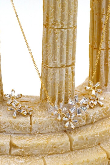 Ocean Fashion Gold Simple flowers crystal necklace earrings set Image 3