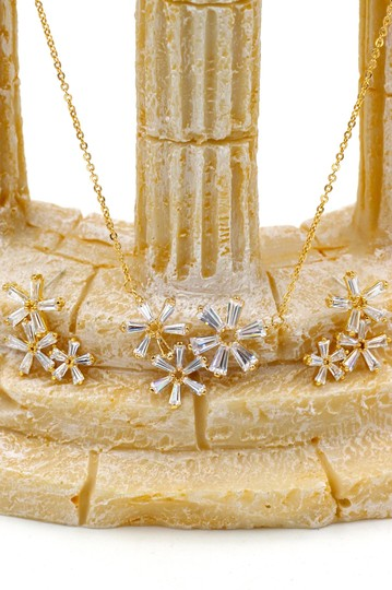 Ocean Fashion Gold Simple flowers crystal necklace earrings set Image 5