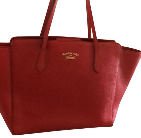 Preload https://img-static.tradesy.com/item/23753734/gucci-large-red-leather-tote-0-1-540-540.jpg