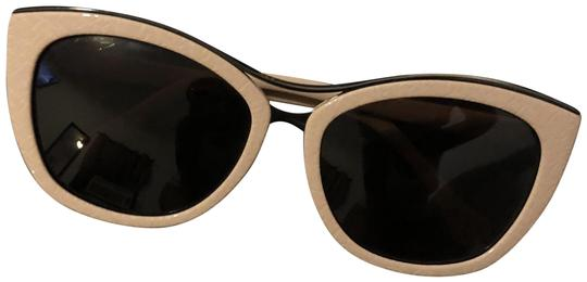 Preload https://img-static.tradesy.com/item/23753892/balenciaga-cream-cat-eye-sunglasses-0-1-540-540.jpg