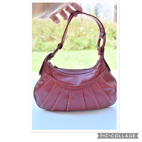 Preload https://img-static.tradesy.com/item/23754033/antonio-melani-red-leather-shoulder-bag-0-0-540-540.jpg
