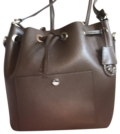 Preload https://item3.tradesy.com/images/michael-kors-bucket-with-one-pocket-on-the-outside-one-pocket-on-the-inside-two-straps-one-which-is--23755332-0-1.jpg?width=440&height=440