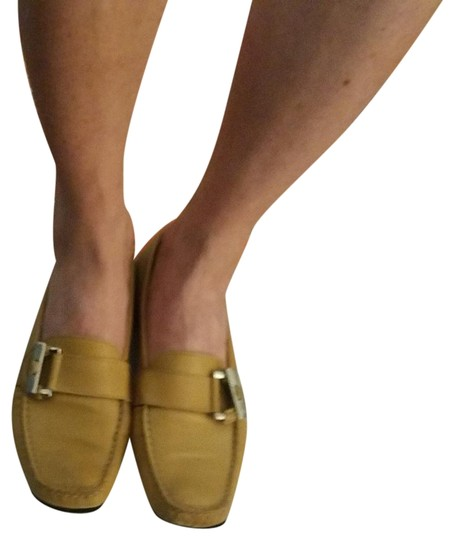 Preload https://img-static.tradesy.com/item/23755465/stuart-weitzman-beige-leather-loafers-with-silver-buckle-65us-flats-size-us-65-narrow-aa-n-0-1-540-540.jpg