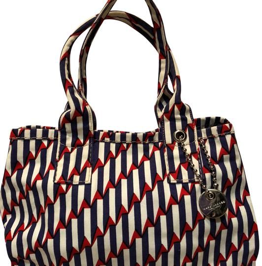 Preload https://item4.tradesy.com/images/marc-jacobs-printed-canvas-tote-23755683-0-1.jpg?width=440&height=440