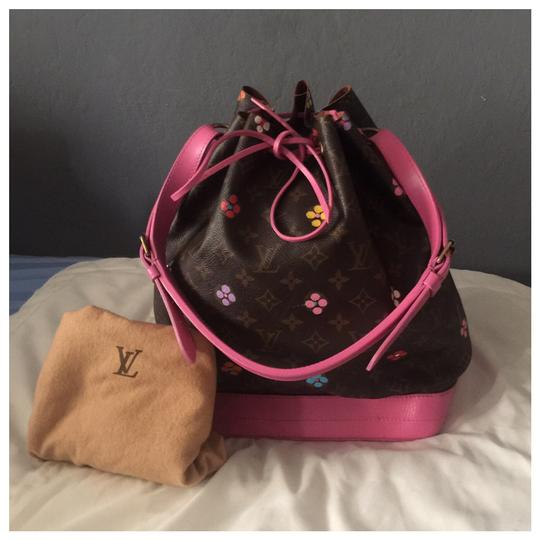 Preload https://img-static.tradesy.com/item/23755738/louis-vuitton-noe-monogram-pink-customized-and-multi-color-flower-noe-monogram-brown-shoulder-bag-0-3-540-540.jpg