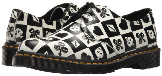 Preload https://item2.tradesy.com/images/dr-martens-black-and-white-1461-egret-playing-card-print-repeat-flats-size-us-8-regular-m-b-23755771-0-2.jpg?width=440&height=440