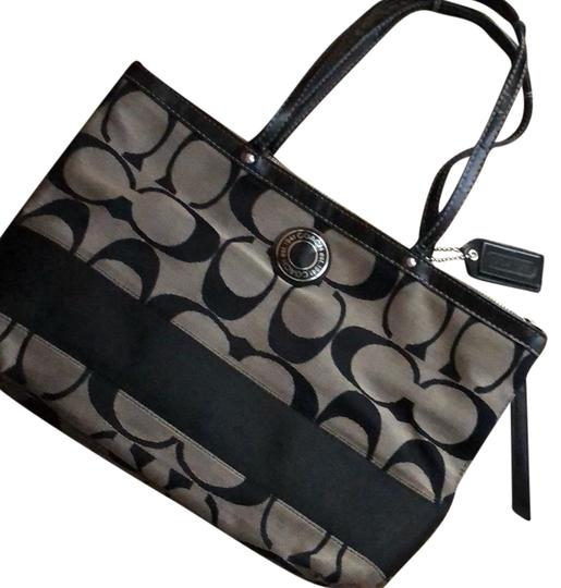 Preload https://img-static.tradesy.com/item/23755908/coach-logo-purse-black-tote-0-1-540-540.jpg