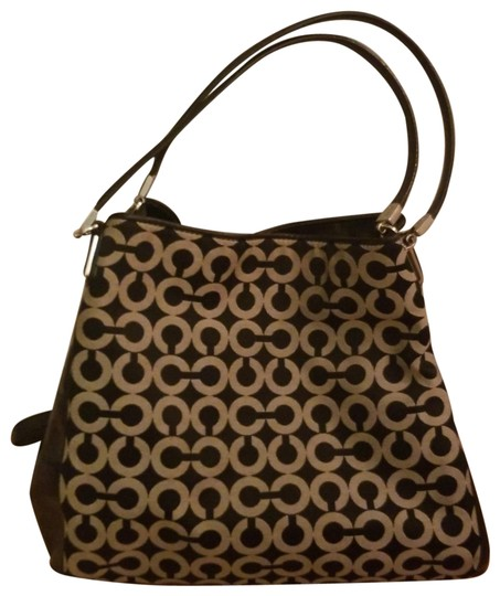 Preload https://item2.tradesy.com/images/coach-madison-signature-canvas-hobo-bag-23755946-0-2.jpg?width=440&height=440