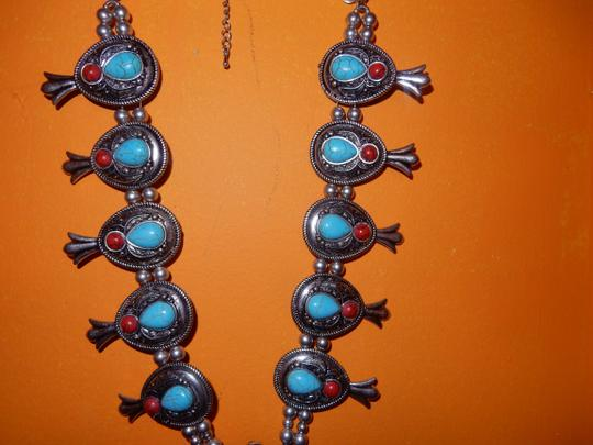unknown SILVER AND TURQUOISE 20IN NECKLACE RED BEADS