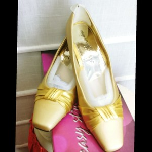 Easy Street Gold Satin Pumps