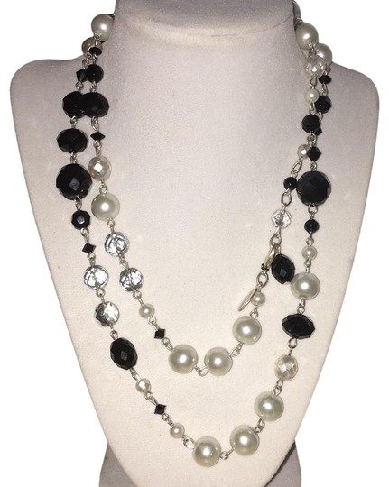Preload https://item3.tradesy.com/images/white-house-black-market-and-necklace-23756287-0-1.jpg?width=440&height=440
