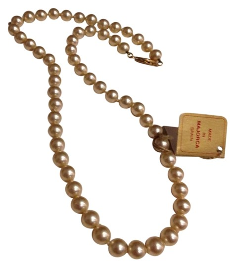 Preload https://item2.tradesy.com/images/creamy-lustre-cultured-pearls-necklace-23756331-0-1.jpg?width=440&height=440