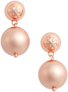 Tory Burch nwot Tory Burch logo pearl earrings in rose gold