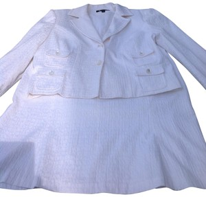 Larry Levine Larry Levine white skirt suit size 18