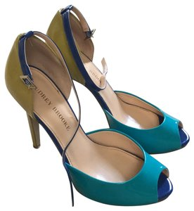 Audrey Brooke Light yellow-green, cobalt blue and aqua Pumps