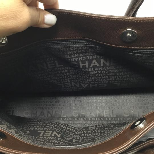 Chanel Tote in brown Image 8