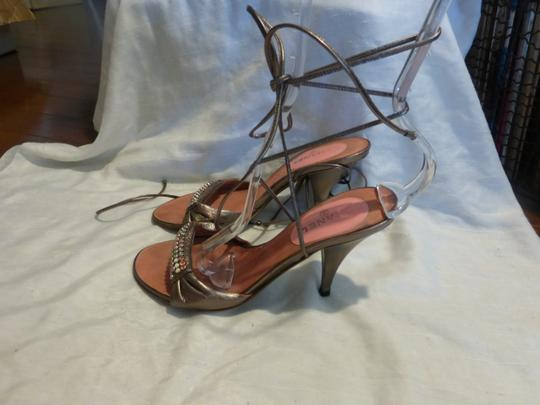 Chanel gold patent leather & pink Sandals Image 4
