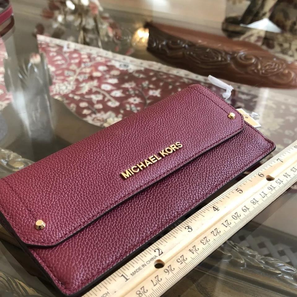 441731a1f6f5 Michael Kors Hayes Flat Wallet Mulberry Leather Wristlet - Tradesy