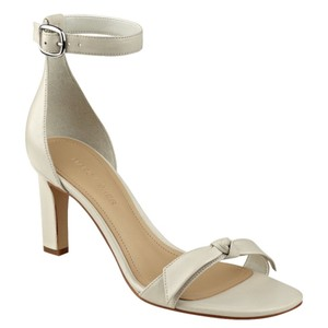 Marc Fisher natural cream off white Pumps